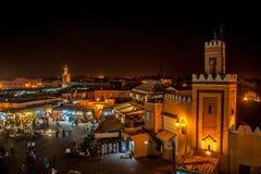 Marrakech vid natt arkivbilder