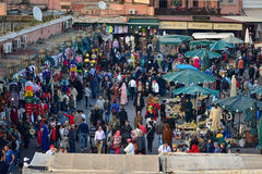 Marrakesh folkmassa av folk Arkivbilder