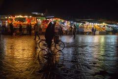 Marrakesh, Marocco, EL Fna di Jemaa nella notte immagini stock libere da diritti
