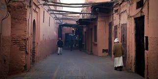Marrakesh, Marocco - 7 gennaio 2017: Via vuota nel Medina Immagine Stock Libera da Diritti