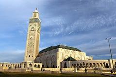 MARRAKESH MAROCKO - APRIL 09, 2016; Sikt av den Koutubia moskén arkivfoton