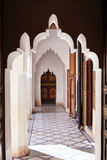 MARRAKESH MAROCKO mars 3, 2016: El Bahia Palace besökas av turister från all värld Det är ett exempel av östlig arkitektur Royaltyfri Fotografi