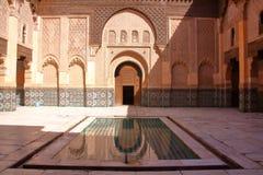 MARRAKESH, MAROKO: Podwórze Medersa Ben Youssef zdjęcia royalty free