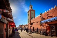 Marrakesh Medina fullsatt gata Arkivbilder