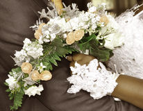 THE MARRIAGE AND THE FLOWER BOUQUET Royalty Free Stock Photos