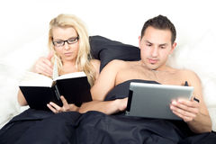 Married couple reading before sleeping Stock Images