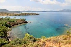 Marrmaris overzeese kust vanaf bovenkant van een heuvel Royalty-vrije Stock Foto's