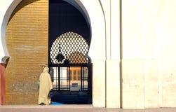 Marrocos, C4marraquexe: Ir à oração Imagens de Stock Royalty Free