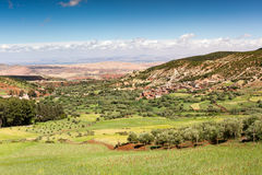 Marrocos, paisagem alta do atlas Vale perto de C4marraquexe na estrada Fotografia de Stock Royalty Free