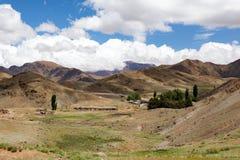 Marrocos, paisagem alta do atlas Vale perto de C4marraquexe na estrada Fotos de Stock Royalty Free