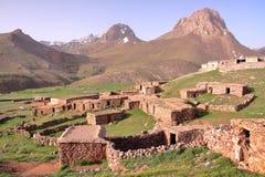 MARROCOS: Sheepfold perto do pico de Sirwa nas montanhas de atlas com arquitetura do Berber Foto de Stock