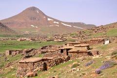 MARROCOS: Sheepfold perto do pico de Sirwa nas montanhas de atlas com arquitetura do Berber Imagem de Stock