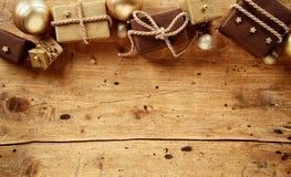 Marrone rustico e confine di tema di Natale dell'oro Fotografia Stock