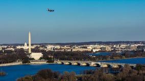 MARS 26, 2018 - ARLINGTON, VA - WASH D C - Flyg- sikt av Washington D C från överkant av staden Cityscape tillstånd royaltyfri fotografi