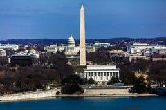 MARS 26, 2018 - ARLINGTON, VA - WASH D C - Flyg- sikt av Washington D C från överkant av staden Potomac amerikan royaltyfri fotografi