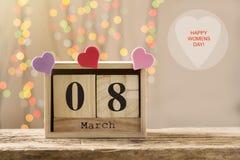 8 mars, calendrier en bois, jour heureux du ` s de femmes Photos libres de droits