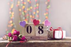 8 mars, calendrier en bois, jour heureux du ` s de femmes Image libre de droits