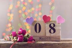 8 mars, calendrier en bois, jour heureux du ` s de femmes Photo libre de droits