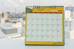 Mars 2018 calendrier pour rencontrer le rappel dans le bureau images libres de droits