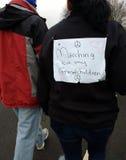 Mars för kvinna` som s marscherar för mina barnbarn, Washington, DC, USA Arkivfoton