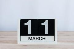 11 mars Jour 11 du mois, calendrier quotidien sur le fond en bois de table Journée de printemps, l'espace vide pour le texte Photographie stock libre de droits