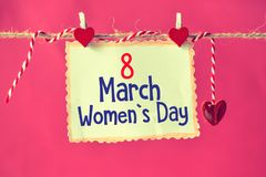 8 mars jour du ` s de femmes sur le papier Photographie stock libre de droits