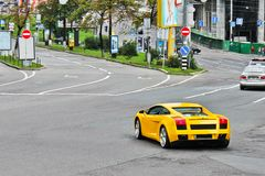 Mars 31, 2015, Kiev, Ukraina Lamborghini Gallardo på gatorna av Kiev arkivfoto
