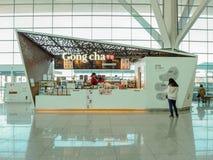 Mars 2019 - la Corée du Sud : Avant de magasin d'un magasin taiwanais de concession de thé de bulle de Cha de gong à l'aéroport i photographie stock libre de droits