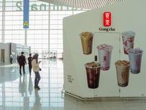 Mars 2019 - la Corée du Sud : Avant de magasin d'un magasin taiwanais de concession de thé de bulle de Cha de gong à l'aéroport i photos stock