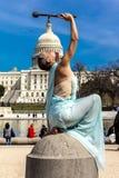 24 mars 2018 - le Washington DC, la femelle pose comme la statue de la liberté devant le capitol des USA, Statue, symboles photos libres de droits