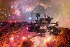 Mars Rover da curiosidade que explora o planeta de superf?cie de Marte imagem de stock