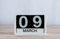 Mars 9th Dag 9 av månaden, daglig kalender på trätabellbakgrund Vårdagen, tömmer utrymme för text Fotografering för Bildbyråer