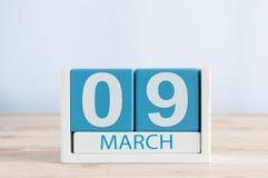 Mars 9th Dag 9 av månaden, daglig kalender på trätabellbakgrund Vårdagen, tömmer utrymme för text Arkivfoto