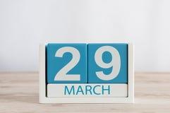 Mars 29th Dag 29 av månaden, daglig kalender på trätabellbakgrund Vårtid, tömmer utrymme för text Royaltyfri Bild