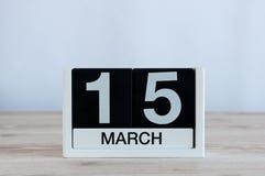 Mars 15th Dag 15 av månaden, daglig kalender på trätabellbakgrund Vårtid, tömmer utrymme för text Världen Fotografering för Bildbyråer