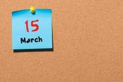 Mars 15th Dag 15 av månaden, kalender på korkanslagstavlabakgrund Vårtid, tömmer utrymme för text Arkivfoto