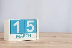 Mars 15th Dag 15 av månaden, träfärgkalender på tabellbakgrund Vårtid, tömmer utrymme för text Världen Royaltyfri Fotografi