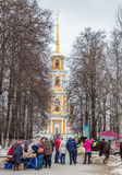 6 MARS 2016 Turister i den Ryazan Kreml Arkivbild