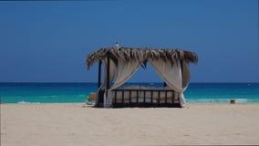 Marsa Matruh, Egipt Elegancki gazebo na plaży Zadziwiający morze z tropikalnymi błękita, turkusowych i zielonych kolorami, Relaks zbiory