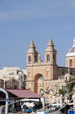 Marsaxlokk是位于马耳他的东南部分的一个传统渔村, 免版税库存图片