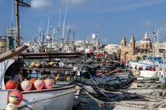 Marsaxlokk är ett traditionellt fiskeläge som lokaliseras i denöstliga delen av Malta, Royaltyfri Foto