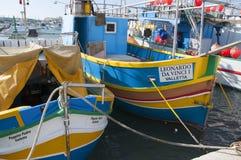 Marsaxlokk är ett traditionellt fiskeläge som lokaliseras i denöstliga delen av Malta, Royaltyfri Fotografi