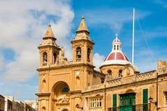 Marsaxlokk är ett traditionellt fiskeläge som lokaliseras i Malta Royaltyfria Bilder