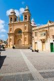 Marsaxlokk är ett traditionellt fiskeläge som lokaliseras i Malta Royaltyfri Foto