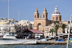 Marsaxlokk is een traditioneel die visserijdorp in het zuidoostelijke deel van Malta wordt gevestigd, Stock Foto