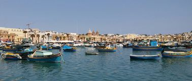 Marsaxlokk - fiskeläge på den Malta ön arkivfoton