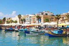 """Marsaxlokk Malta †""""September, 2013 Strand i Marsaxlokk Royaltyfri Foto"""