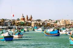 Marsaxlokk, Malta - Maart 31, 2018: Beroemde multicolored fisherm Royalty-vrije Stock Foto's