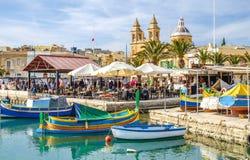 Marsaxlokk, Malte, vieux village et touriste important a de pêcheur photographie stock
