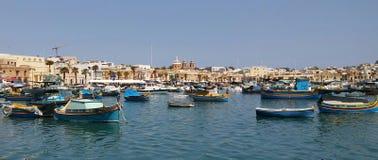 Marsaxlokk - village de pêche sur l'île de Malte photos stock